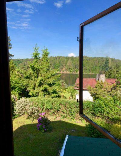 výhled z okna terasy